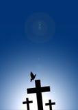 Vol de colombe sur la croix de Jésus Photographie stock libre de droits