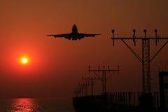 Vol de coucher du soleil Photo stock