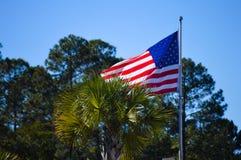 Vol de drapeau américain en Floride photos stock