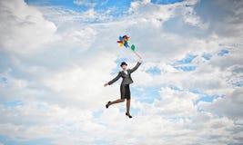 Vol de femme en ciel photo libre de droits