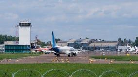 Vol de FlyDubai à l'aéroport international Photo stock