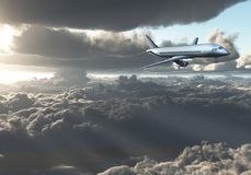 Vol de Jet Aircraft entre les nuages Photo stock