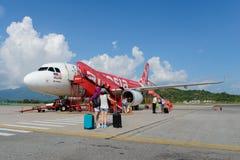 Vol de jet d'Air Asia Photographie stock libre de droits
