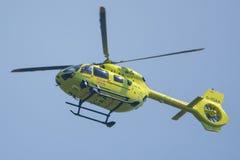 Vol de l'ambulance aérienne G-YOAA de Yorkshire répondant à un accident Photos libres de droits