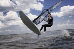 Vol de Windsurfer dans le ciel Photographie stock libre de droits