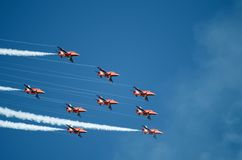 Vol des flèches rouges Images libres de droits
