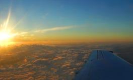 Vol durant la nuit vers Hawaï Images stock