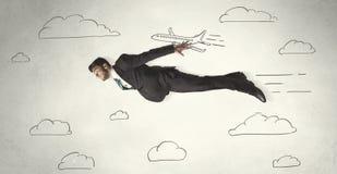 Vol gai d'homme d'affaires entre les nuages tirés par la main de ciel Images libres de droits