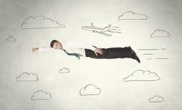 Vol gai d'homme d'affaires entre les nuages tirés par la main de ciel Photos stock