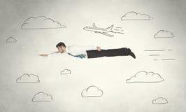 Vol gai d'homme d'affaires entre les nuages tirés par la main de ciel Photographie stock