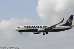 VOL LADNING DE RYANAIR DANS L'AÉROPORT DE COPENHAGUE Photo stock