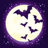 Vol mignon de 'bat' de Veille de la toussaint contre la pleine lune Photo libre de droits