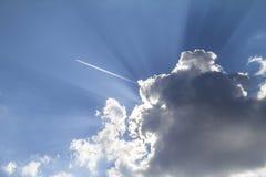 Vol plat au-dessus des nuages Images libres de droits