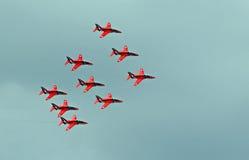 Vol rouge de formation de flèches Photos stock