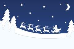 Vol Santa avec le renne au-dessus de la nuit de Noël Forest Blue Star Illustration Libre de Droits