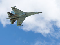 Vol Su-27 à l'aérodrome Kubinka Images stock