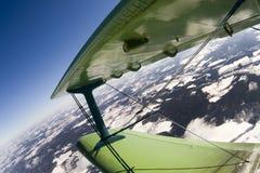 Vol sur un biplan Photographie stock libre de droits