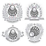 Volanchic au centre de la guirlande argentée de laurier sur le fond clair Logo d'ensemble de sport pour toute équipe de badminton illustration de vecteur