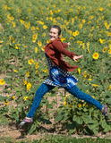 Volando attraverso un campo dei girasoli Fotografia Stock Libera da Diritti