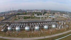 Volando sobre complejo industrial de SIBUR en Tolyatti, Rusia almacen de video
