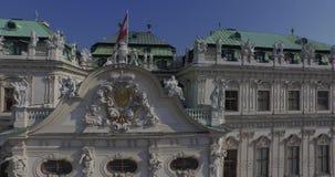 Volando sobre el belvedere majestuoso en Viena, Austria almacen de video