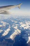 Volando sopra le alpi Fotografia Stock