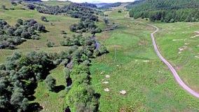 Volando a través de la cañada entre Oban y Taynuilt, Argyll metrajes