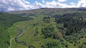 Volando a través de la cañada entre Oban y Taynuilt, Argyll - parte 01 metrajes