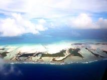 Volant au-dessus de Tarawa du nord, le Kiribati photo libre de droits