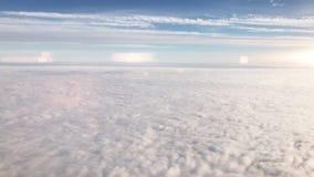 Volant au-dessus du cirrus et des cumulus, vidéo clips vidéos