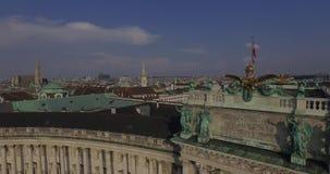 Volant au-dessus du palais impérial Hofburg, Vienne banque de vidéos