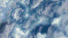 Volant dans les nuages par temps calme et normal illustration stock