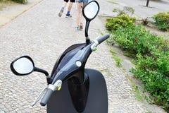 Volant de scooter électrique noir Photographie stock