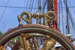 Volante de madera de una nave vieja Fotografía de archivo libre de regalías