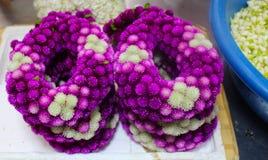 Volante del fiore fresco messo sul banchetto Fotografia Stock