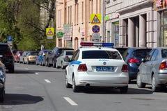 Volante della polizia del DPS sulla via di St Petersburg immagine stock libera da diritti