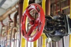 Volante do vermelho da válvula de porta do gás Fotografia de Stock Royalty Free