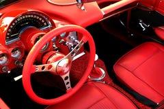 Volante interior rojo del coche de deportes Fotos de archivo libres de regalías