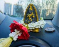 Volante para la adoración la estatua de Buda Foto de archivo libre de regalías