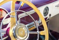 Volante retro viejo del coche Fotos de archivo