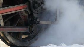 Volantes de uma locomotiva de vapor video estoque
