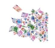 Volar 500 billetes de banco de euros Foto de archivo libre de regalías