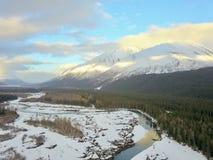 Volar las montañas de Chugach imagen de archivo libre de regalías
