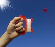 Volar una cometa Fotografía de archivo libre de regalías