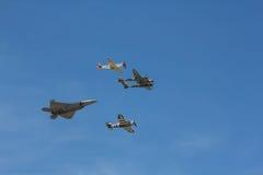 Volata degli aerei di combattimento Immagini Stock