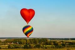 Volata variopinta delle mongolfiere Fotografie Stock Libere da Diritti
