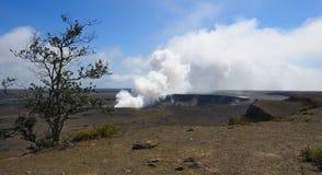 Volcán activo imagenes de archivo