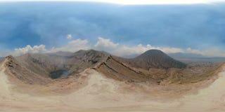 Volcán activo con el cráter Bromo, Jawa, Indonesia vr360 almacen de video