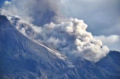 Volcán activo - Java - Indonesia centrales Imagen de archivo