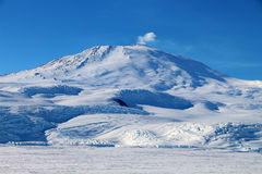 Volcán antártico fotografía de archivo